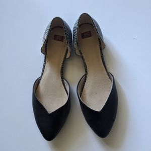 Black Pointy toe flats 9.5